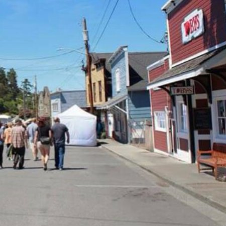 Coupeville, WA: Doing a great trade at the water festival