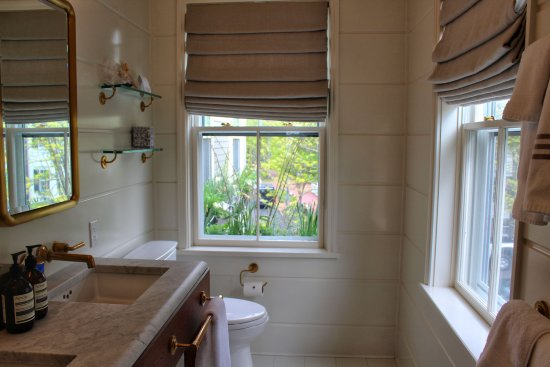 Awe Inspiring Great Light In Bathroom With Nice Views Picture Of Greydon Interior Design Ideas Inesswwsoteloinfo