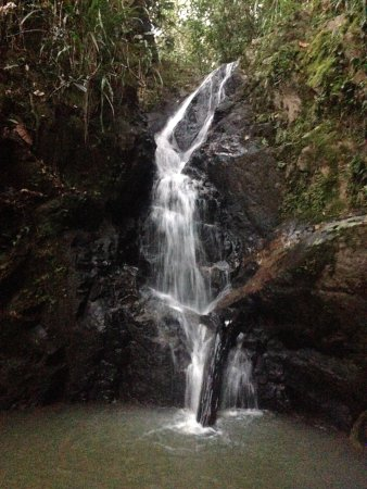 Belmopan, Belice: The waterfall on the property.