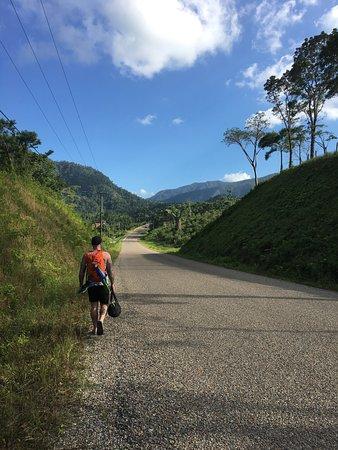 Belmopan, Belice: Walking along Hummingbird Highway to the Property.