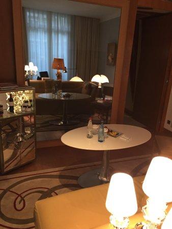 Le Royal Monceau-Raffles Paris: Living room