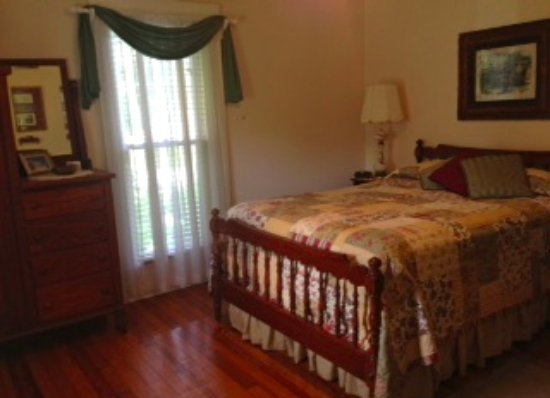 Homeplace Bed and Breakfast: Bob Curd Room