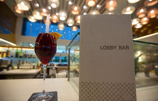 Bimini: The Lobby Bar is a sleek experience in fine dining, featuring fresh seafood and creative cocktai