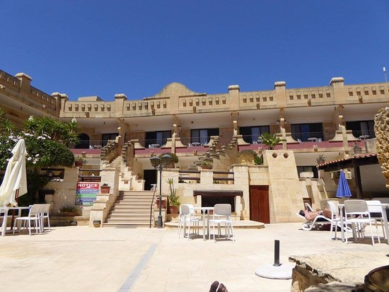Cornucopia Hotel: depuis la piscine très calme