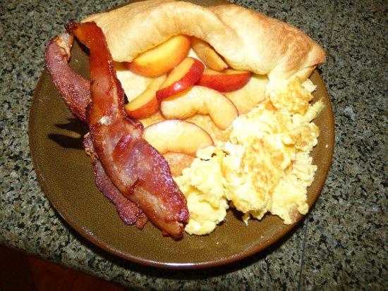 Crane's Rest B&B: German peach pancakes, bacon and eggs,
