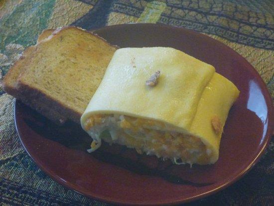 Crane's Rest B&B: Salmon breakfast roll and toast.