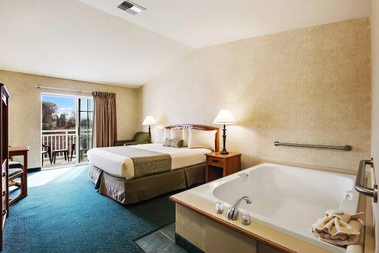 Beach House Inn : King Soaking Tub room