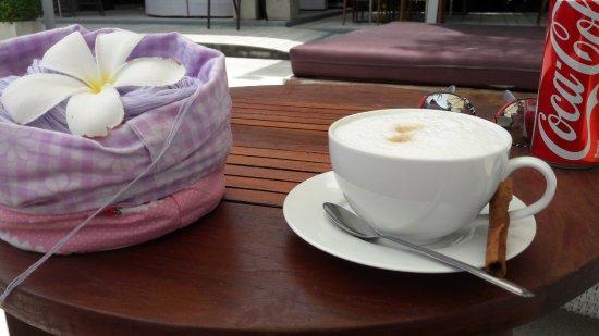 Mercure Koh Samui Beach Resort: Capuccino am Pool