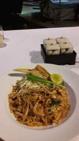 "Mercure Koh Samui Beach Resort: Pad Thai im Restaurant ""Nest"""