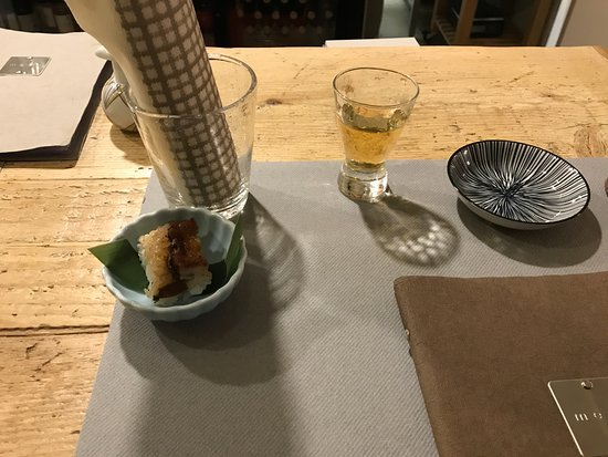 Sushi d 39 anguilla accompagnato da liquore alle prugne for Piani di casa giapponese