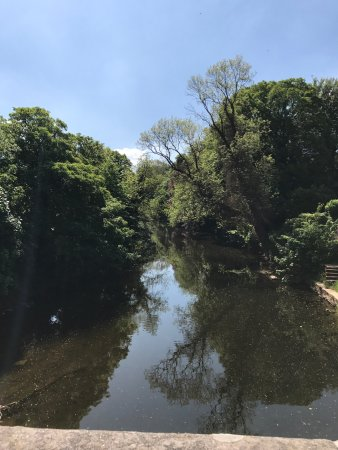 Appleby-in-Westmorland, UK: Just down the road on the bridge