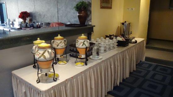ديفيري هوتل: ontbijtbuffet