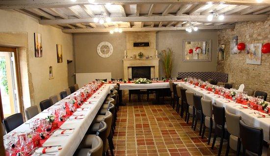 Thaon, Frankrig: La salle préparée pour la réception
