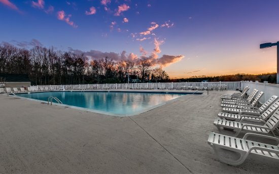 Gordonsville, VA: Hotel/view/pool (Early Spring 2017)