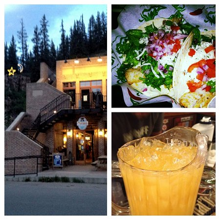 Red Cliff, CO: Mango's Mountain Grill - located directly across the street.