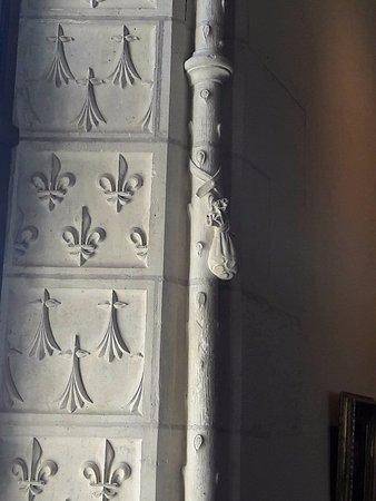 Amboise, Frankrijk: Détail d'une fenêtre ornementée