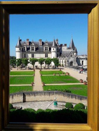 Amboise, Frankrijk: Vue du château à travers un cadre