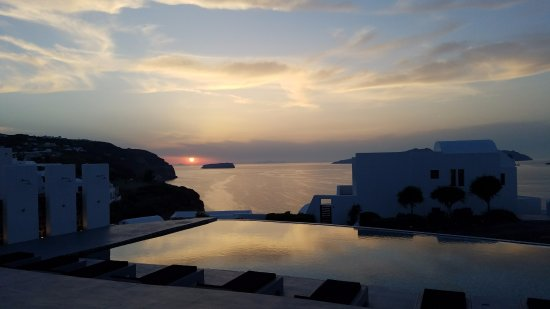 Piraeus, กรีซ: Watching the sunset in Santorini was unforgettable.