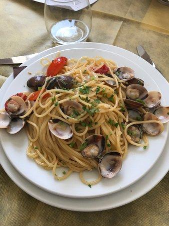 Ali Terme, Italy: I piatti cucinati e serviti dallo chef Dario sono la vera espressione della cucina Siciliana.