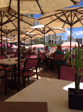 The Royal Hawaiian, a Luxury Collection Resort: Mai Tai beach-side bar