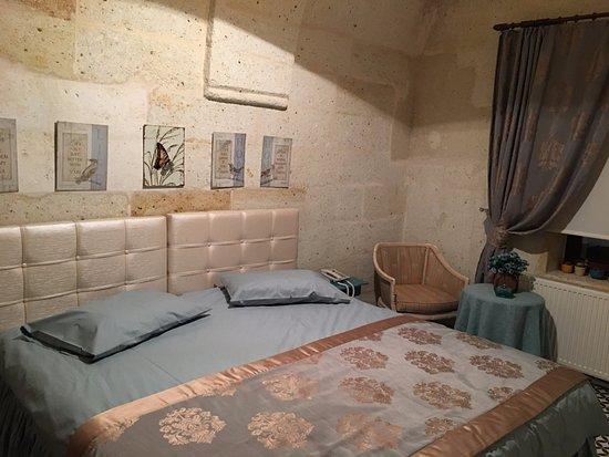 Mustafapasa, Turquía: Mağara ve taşın ortaya çıkarttığı otantik yapı atmosferi ile huzur veren, dinlendiren özelliğe s