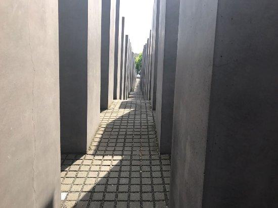 Holocaust-Mahnmal (Denkmal für die ermordeten Juden Europas): photo0.jpg