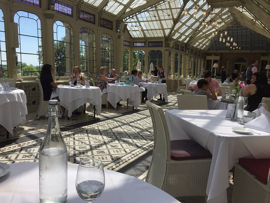 Nord-Kilworth, UK: Beautiful setting! The orangery, where afternoon tea is served.