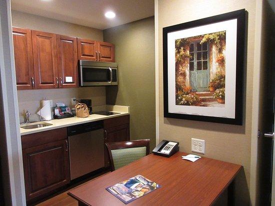 Ричленд, Вашингтон: Kitchen and dining table