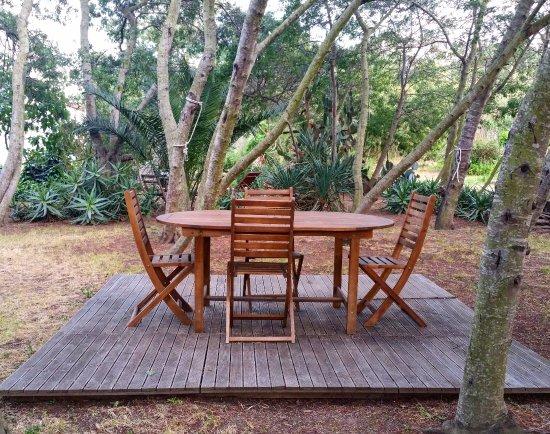 Espaces détente aménagés dans le jardin (barbecue weber ...
