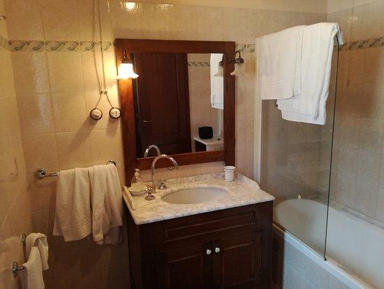 Fiastra, Italien: Il nostro bagno, esterno alla camera ma riservato e accogliente