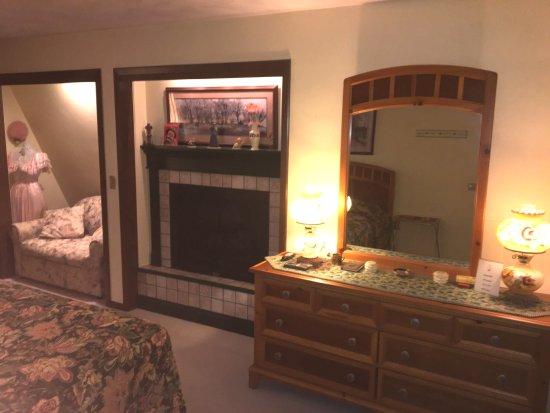 Clarks Summit, PA: Fireside Room