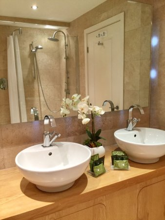 Camelford, UK: Twin or super King beds, En-suite, fabulous views and great location with easy access to all the