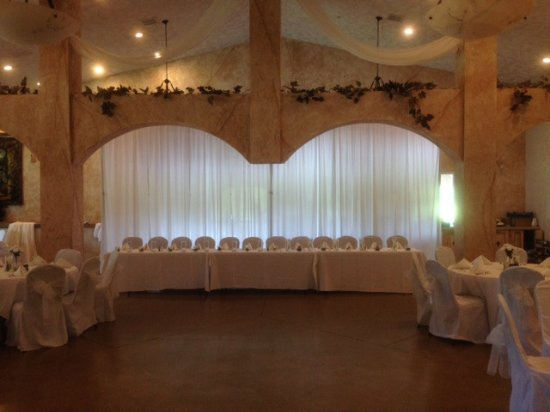 Maryville, IL: Classy and elegant! Reception Hall ready to celebrate!