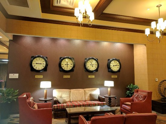 Hebron, KY: Loved the clock decor in the lobby.