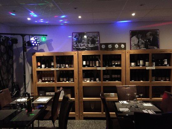 Castelnau-le-Lez, France: Restaurant, Bar à vin très sympathique. Pascale au fourneau, Franck au service et au platine des
