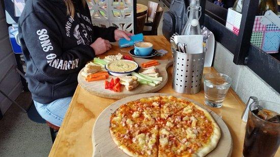 Porirua, New Zealand: Pizza and Cheese fondue