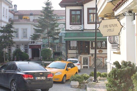 Hotel Sari Konak : Street view
