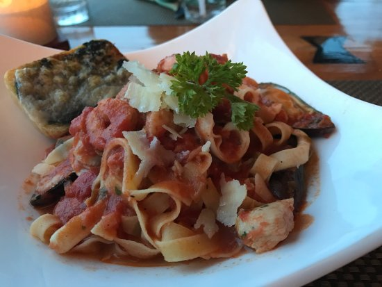 The Verandah Restaurant: seafood pasta~nice view and atmosphere