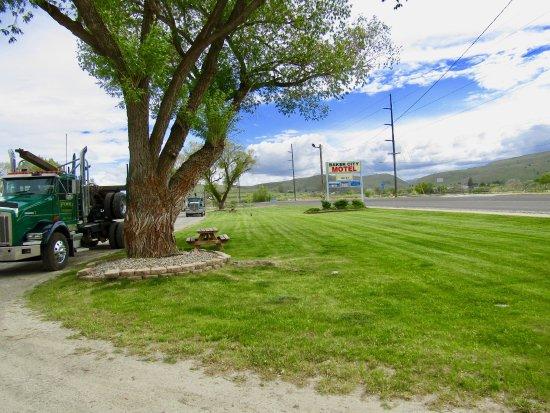 Baker City Motel RV Park Signs