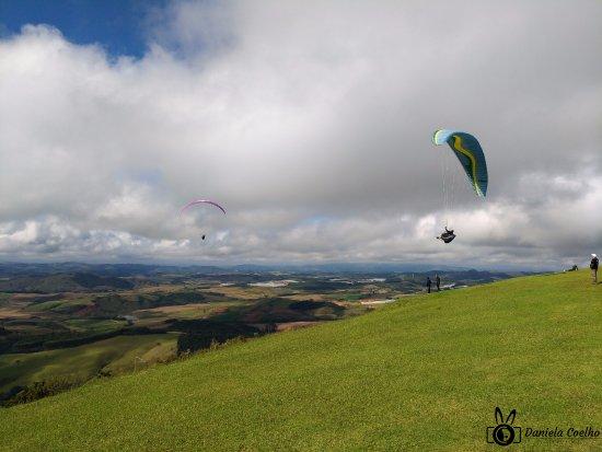 Andradas, MG: Observando salto de paraquedas