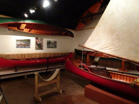 สปูนเนอร์, วิสคอนซิน: canoes