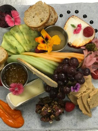Craftsman Inn:  Fruit and cheese plate