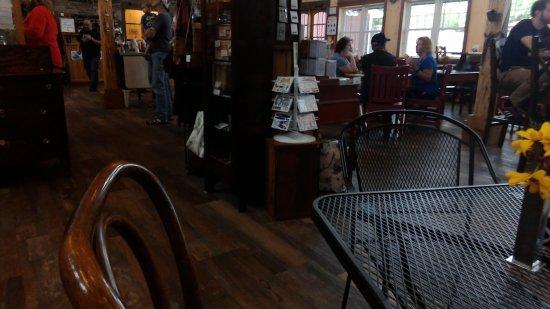Elbridge, NY: dining room