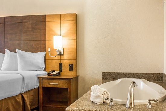Arroyo Pinion Hotel, an Ascend Hotel Collection Member: Freshly renovated King Jacuzzi Suite with private patio
