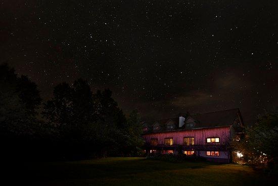 Wakefield, Canada: La Grange at night