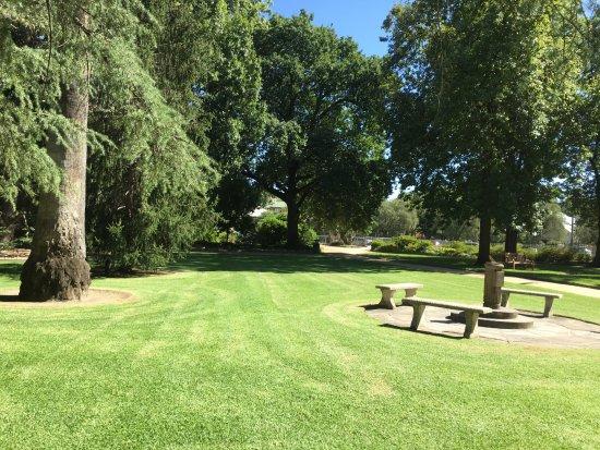 Albury Botanic Garden: Sundial