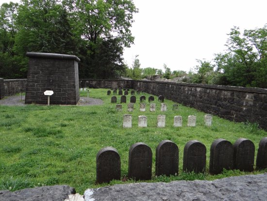 Stones River National Battlefield: Cemetery at Hazen's Brigade monument
