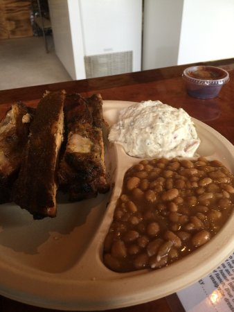Modena, Νέα Υόρκη: Ribs with Baked beans & potato salad