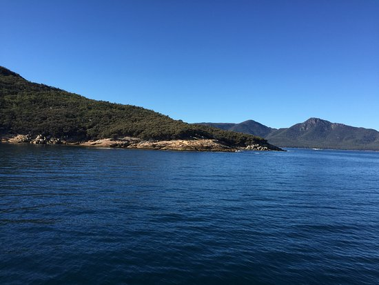Coles Bay, Australia: Calm seas and blue sky. Perfect for the cruise.