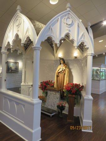 Darien, IL: St. Therese's statue